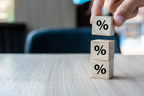 Comment obtenir le meilleur taux d'intérêt pour une consolidation de dettes?